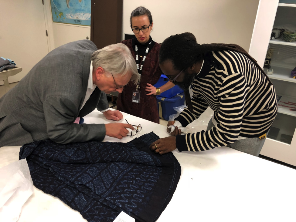 Examining indigo textiles