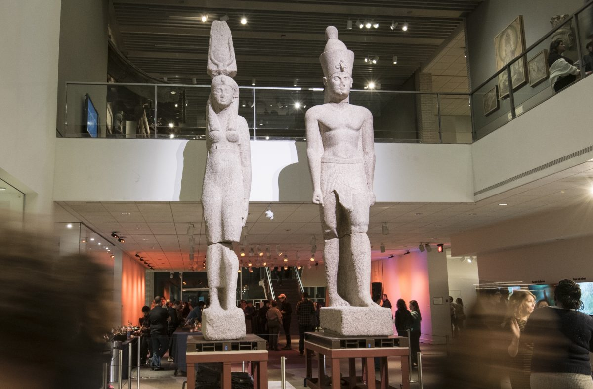 Colossal Egyptian statues